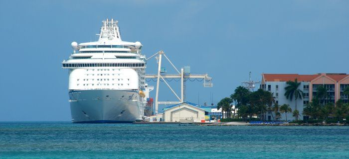 cruise-ship-oranjestad